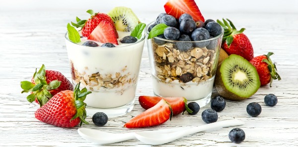 yogurt granola cups with kiwi, strawberry and blueberry