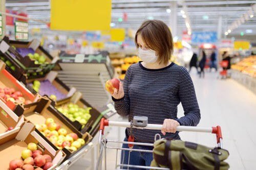 woman wearing face mask and shopping during COVID 19 pandemic